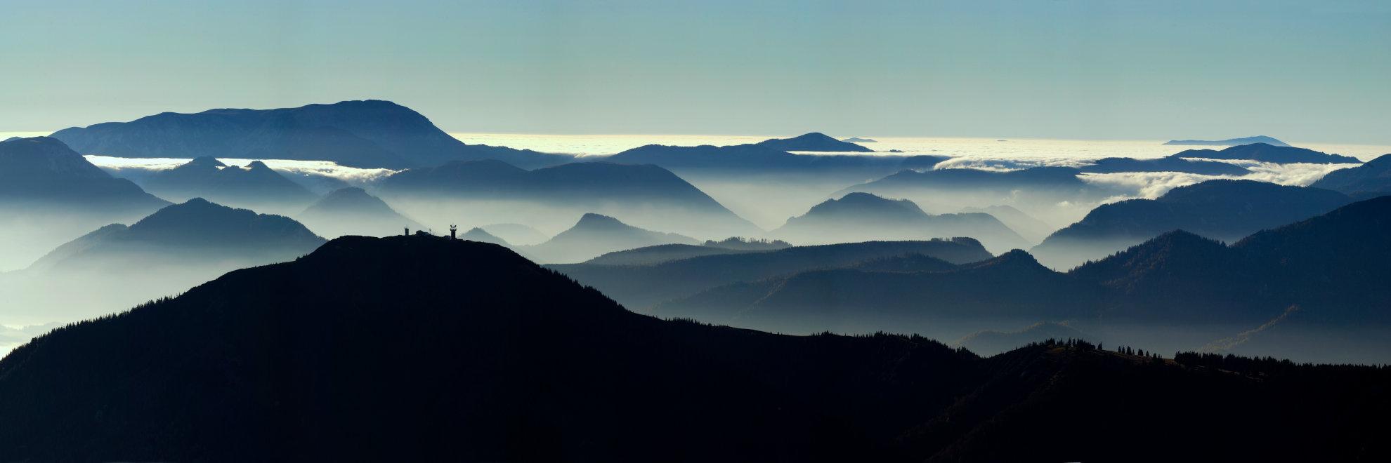 Hügel im Nebel - Mitarbeiter richtig behandeln