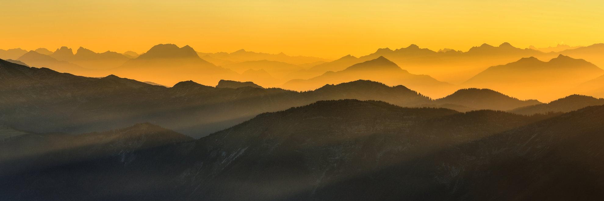 Oranger Sonnenaufgang vom Ötscher aus fotografiert